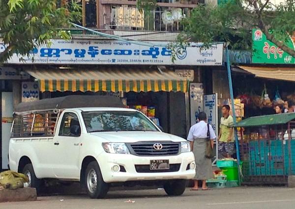 Toyota Hilux Yangon 2