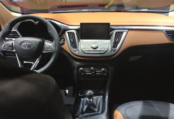 76. Soueast DX7 interior