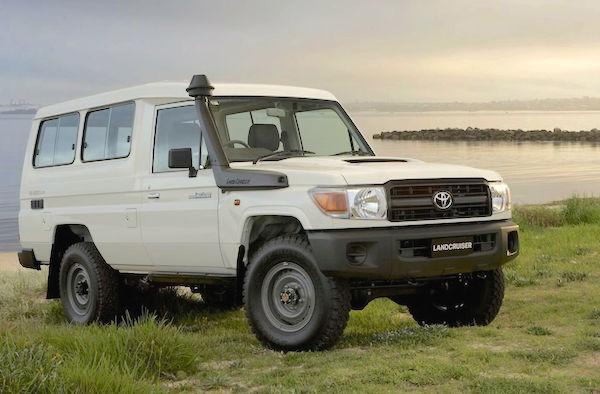 Toyota Land Cruiser PNG 2014
