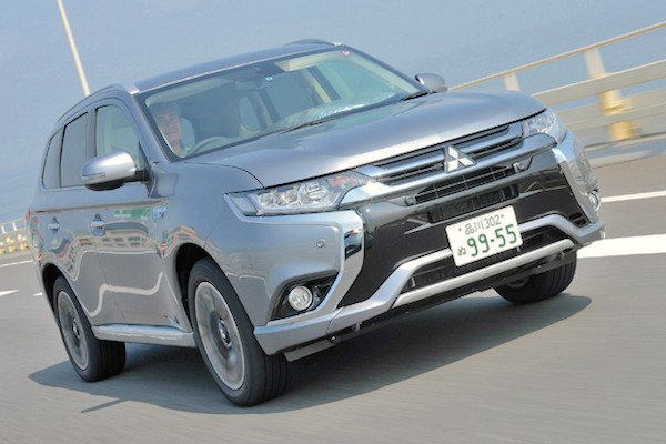Mitsubishi Outlander Japan July 2015. Picture courtesy autoc-one.jp