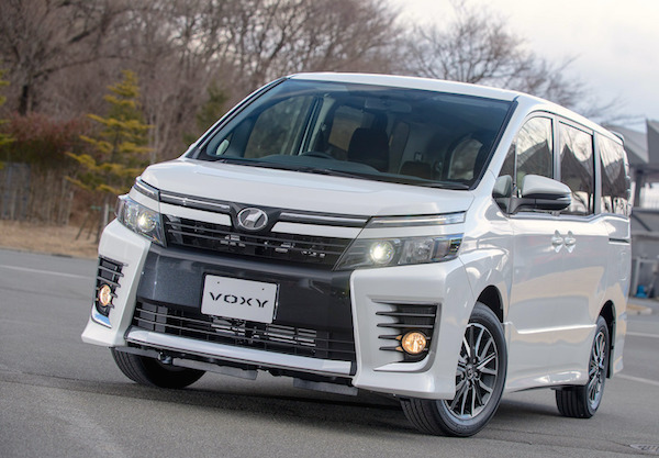 Toyota Voxy Japan November 2015. Picture courtesy response.jp