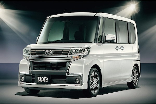 Daihatsu Tanto Custom Japan December 2015