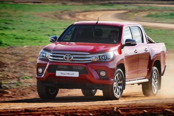 Toyota Hilux Laos 2015