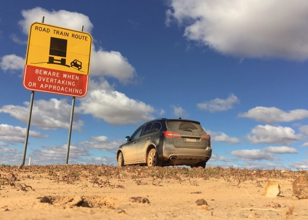 Haval H8 Road Train route sign