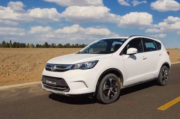 Dongfeng Fengshen AX5 China December 2016. Picture courtesy autoifeng.com