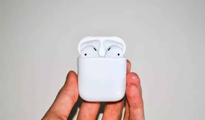 open lid of airpods case