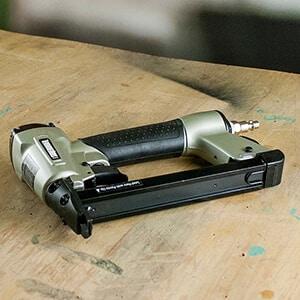 Electric staple gun