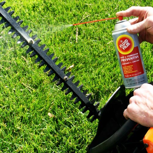 How to Clean Your Hedge Trimmer Blades