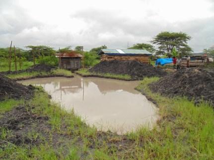 "Vår lille farm: Hønsehus, geitefjøs og fiskedammen ""The African map"""
