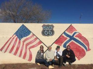 Vi fikk noen mil langs Route 66 og kom tilfeldigvis over denne murveggen langt utpå landsbygda
