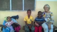 Vivian med sine to fosterbrødre og Berit