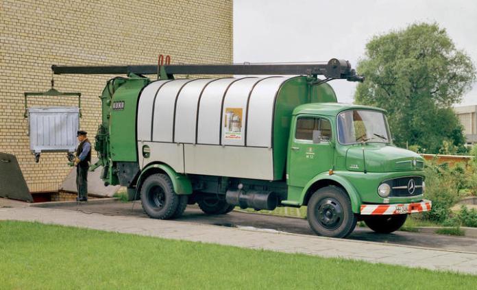 Mercedes-Benz LKO 1113, Abfallsammelfahrzeug mit Aufbau von Kuka. Foto aus dem Jahr 1969. , , Mercedes-Benz LKO 1113, waste collection vehicle with body by Kuka. Photo from 1969.