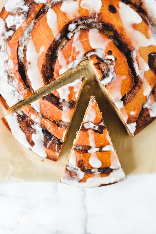 Cinnamon Roll Cake - bethcakes.com