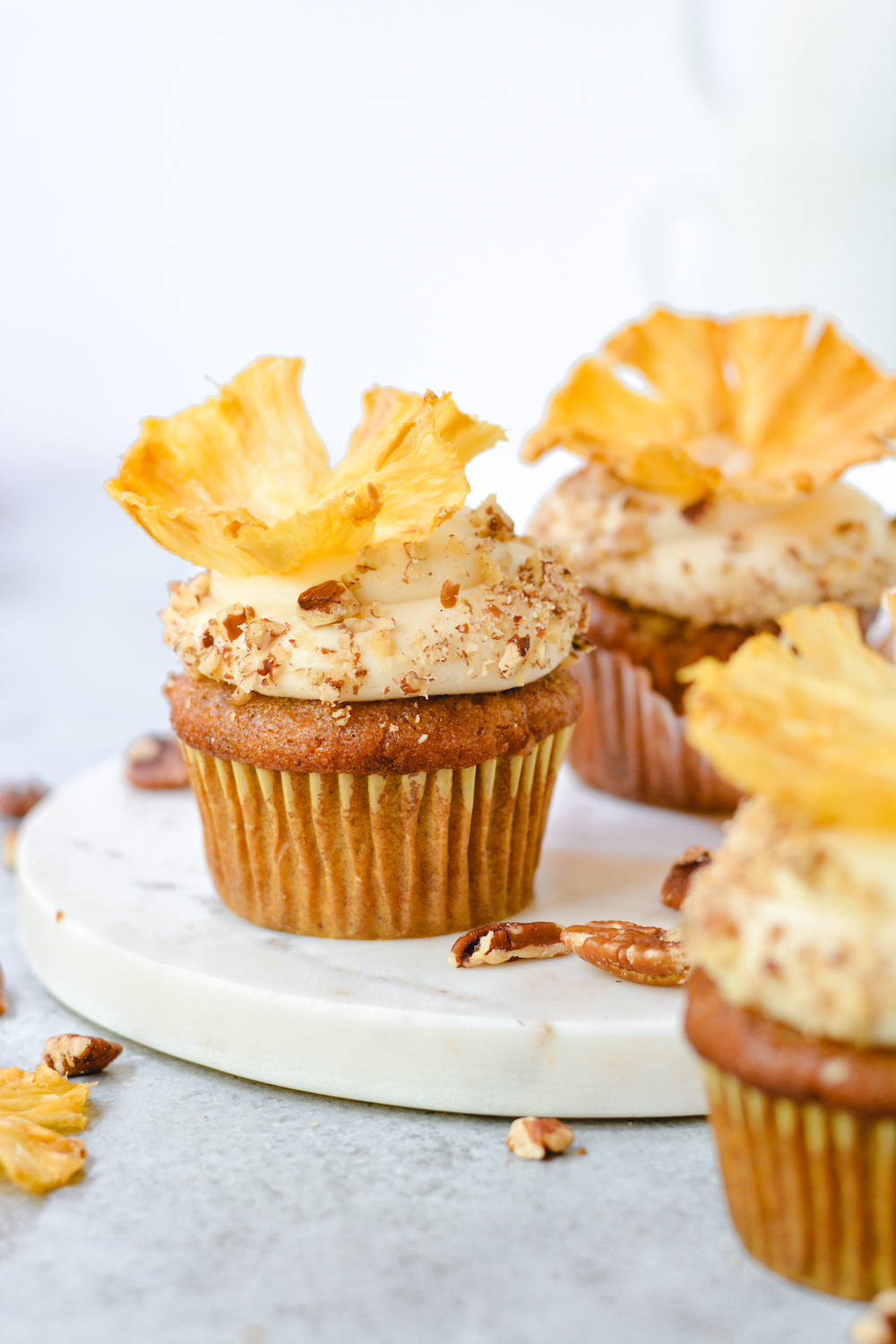 hummingbird cupcakes with browned butter cream cheese frosting - bethcakes.com