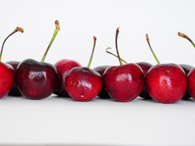 A photo of cherries taken with a Lightbox