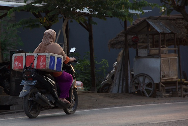 Ojek Bali woman in hijab Oct 2015