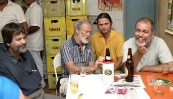 A partir da esquerda Vicente Rios, Adrian Cowel, Rudney Prado e Beto Bertagna. Rios e Cowel são os realizadores de filmes como A Década da Destruição, Nas Cinzas da Floresta e outros da maior importância para entender Rondônia.