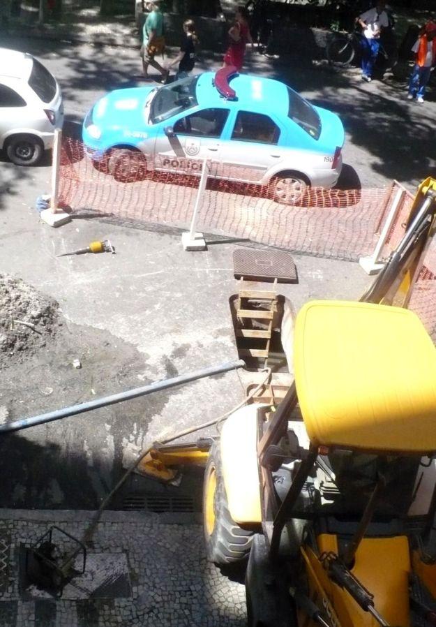 Leme 1300302 024 Rib bueiro escada UPP