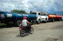 Quixadá - Caminhões-pipa levam água para a população de Quixadá (Fernando Frazão/Agência Brasil)