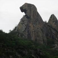 Quixadá - Pedra da Galinha Choca, monolito símbolo da cidade de Quixadá (Fernando Frazão/Agência Brasil)