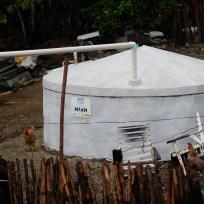 Quixadá - Cisterna para captação e armazenamento de água da chuva em uma casa ao lado do Açude do Cedro, que começou a ser construído no Império e hoje não abastece mais a cidade (Fernando Frazão/Agência Brasil)