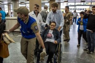 Prefeitura atende feridos em manifestação de servidores no Centro Cívico. Curitiba, 29/04/2015 Foto: Maurilio Cheli/SMCS