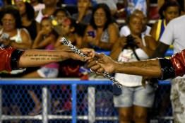 ET UTijuca 17021 053 Unidos da Tijuca MSPB Rute Alves Julinho mãos tatoo e que seja perdido um único dia em que não se dançou