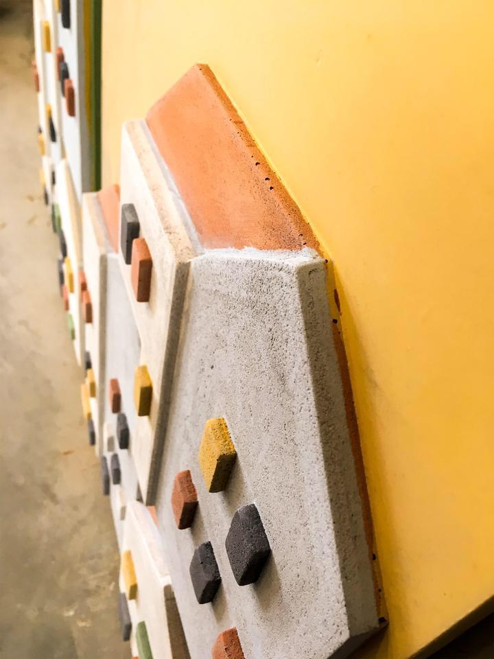 concrete-pane-yellow-detail