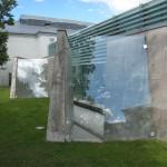 Arkitekturmuseum. Den friliggande paviljongen av glas och betong omges av murar som samspelar med den närliggande Akershus fästning. De är platsgjutna av ljus betong av lokal ballast och vitcement. Foto: Johny Lindeberg