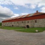 Hamar. Logen från 1700-talet har restaurerats och används som folklivsmuseum. Exteriört ser den ut ungefär som den gjorde då den fram till 1939 användes för jordbruket. Foto: Anita Stenler