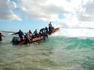 moz 12 get boat over surf
