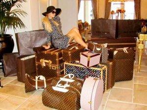 gal-paris-hilton-luggage-jpg-1024x767