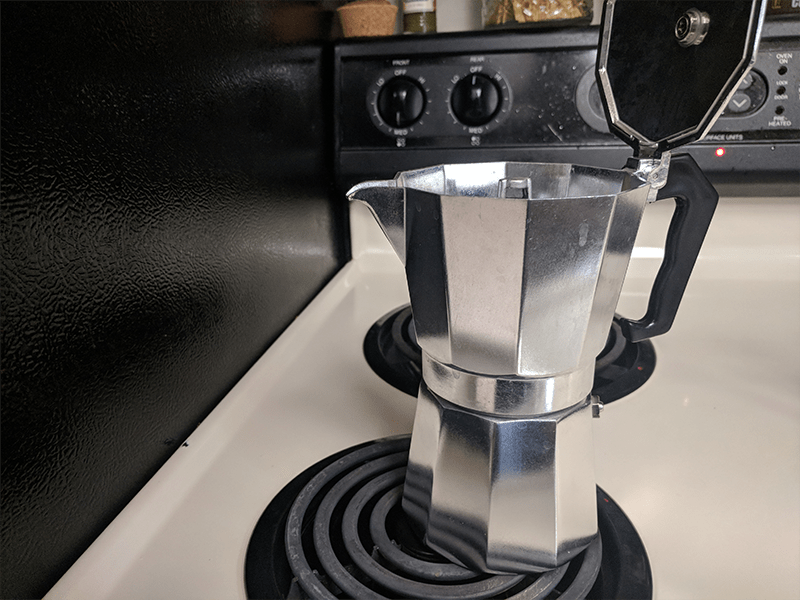 put-moka-pot-on-the-edge-of-burner