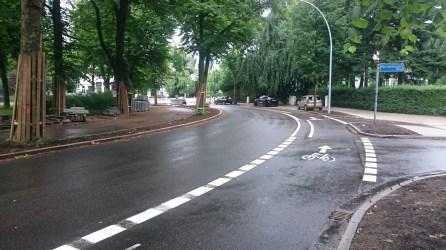 Die neue Fahrradspur im Kreisverkehr