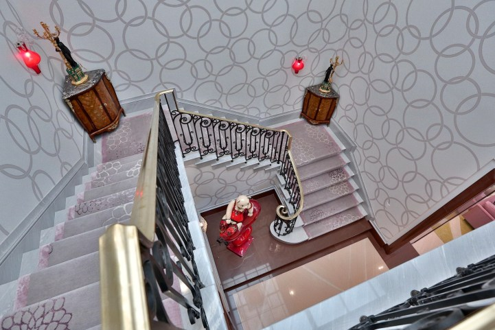 10 High Point Road - Staircase