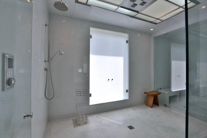 10 High Point Road - Walkin Shower