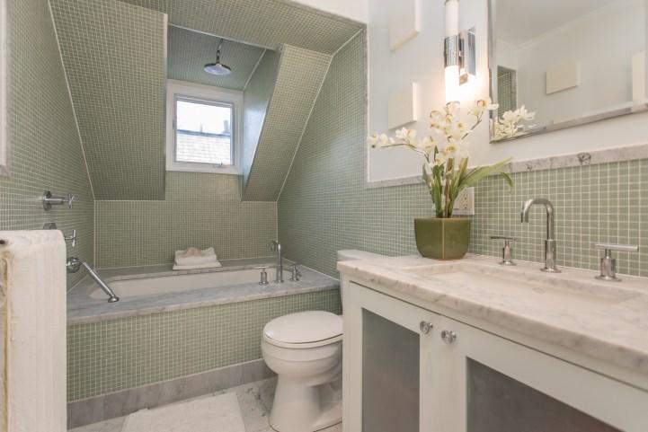 123 Bedford Road - Bathroom Top Floor
