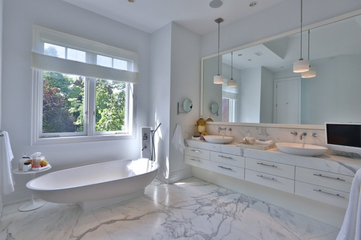 157 South Drive - Master Ensuite Bathroom
