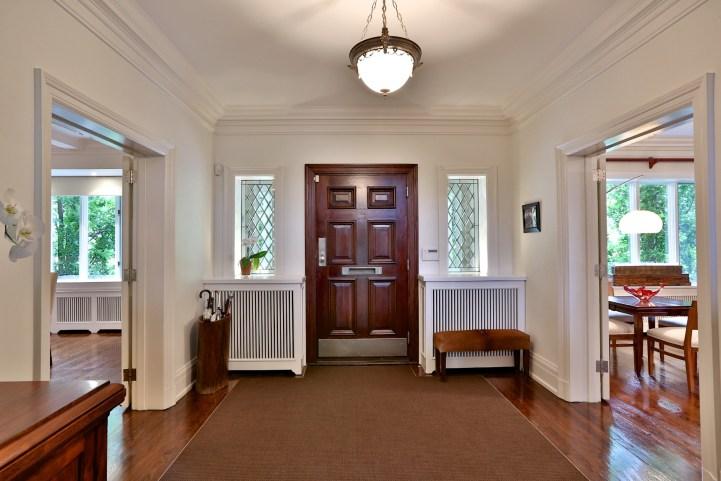 230 Russel Hill Rd - Foyer