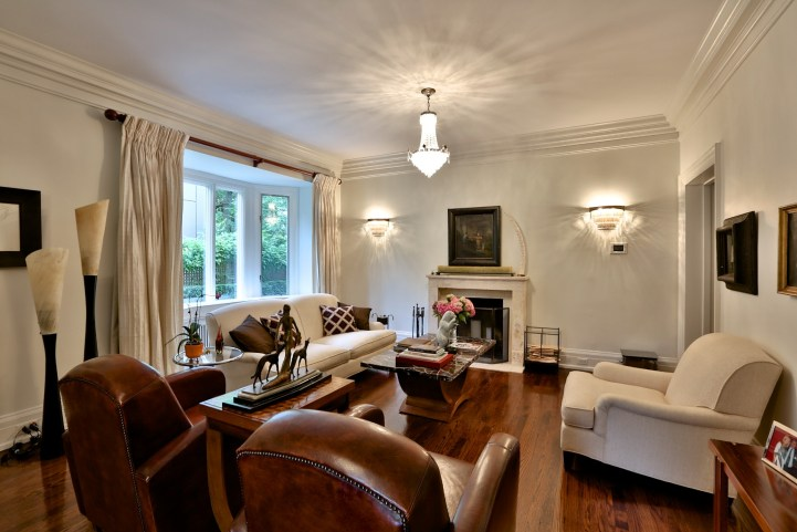 230 Russel Hill Rd - Living Room