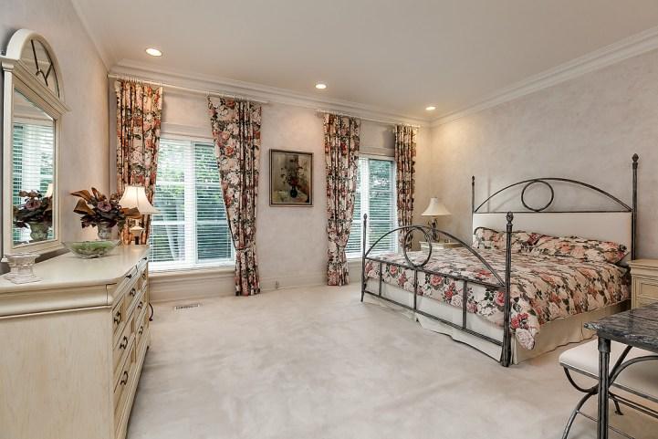 37 Edgehill Road - Bedroom Floral Curtains
