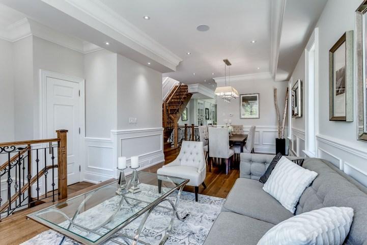 390 Brookdale Avenue - Living Room Towards Dining
