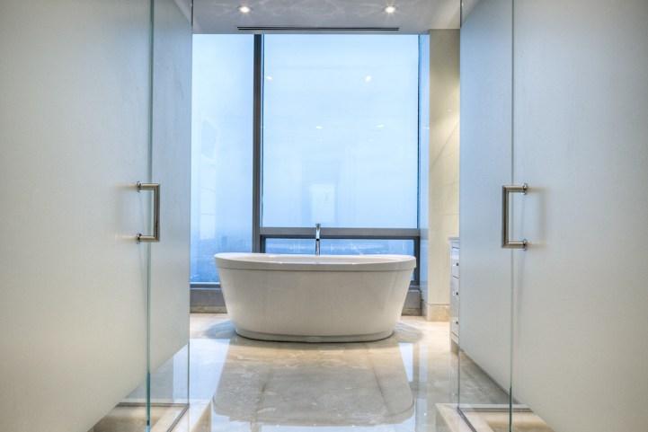 #5002 - 50 Yorkville Avenue - Bathroom Bathtub