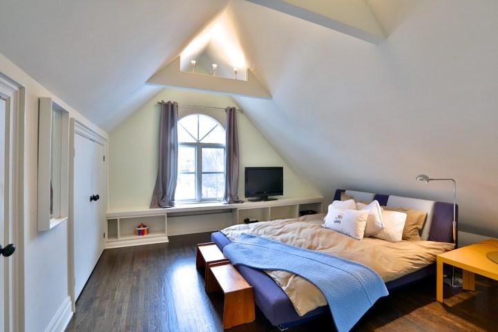 91 Crescent Road - Bedroom Built-In Shelving
