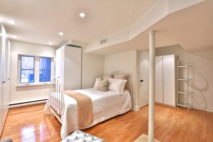 91 Crescent Road - Bedroom w:Storage