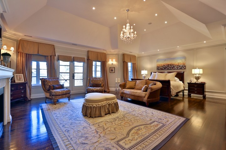 12 The Bridle Path - Bedroom with Fireplace
