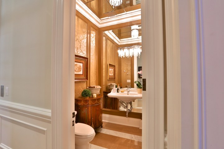 12 The Bridle Path - Mirrored Guest Bathroom