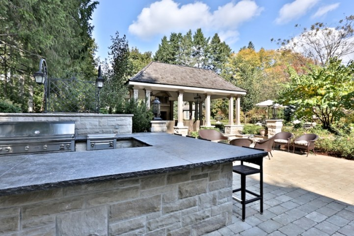 12 The Bridle Path - Outdoor Kitchen