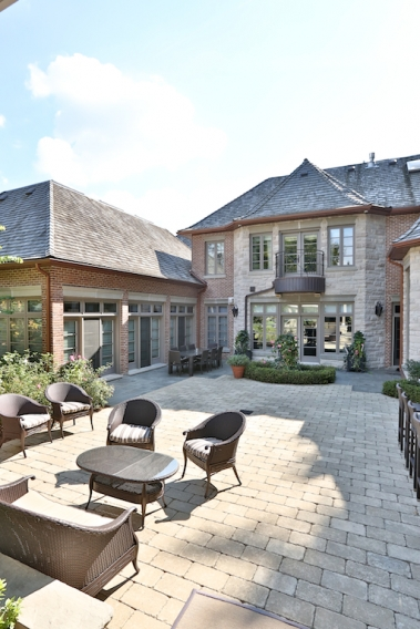 12 The Bridle Path - Outdoor Living Room