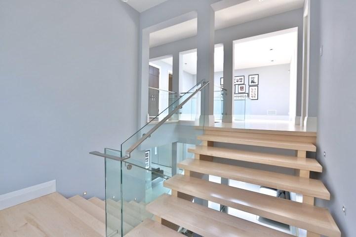 110 Arjay Crescent - Hallway